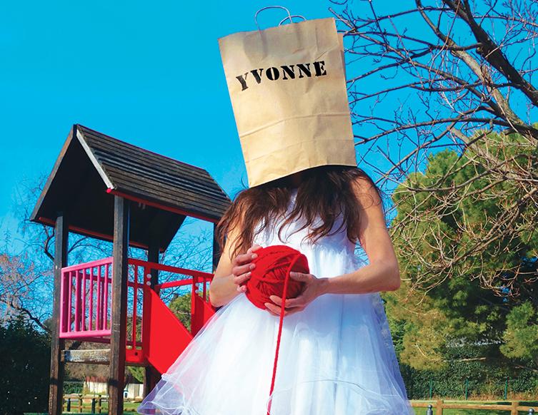Yvonne,-princesse-de-Bourgogne-sur-château-toboggan